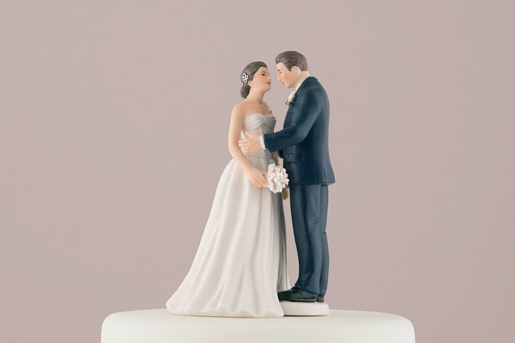 Wedding Cake Ornaments  – Fad or Passion?